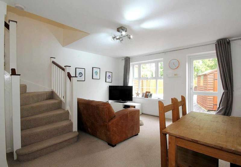 3 Bedrooms House for sale in 3 BED SEMI WITH GARAGE in Autumn Glades, Leverstock Green, HP3