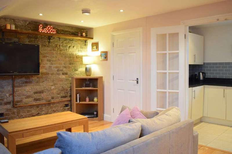 1 Bedroom Flat for sale in Fairmount Road, Brixton Hill, SW2