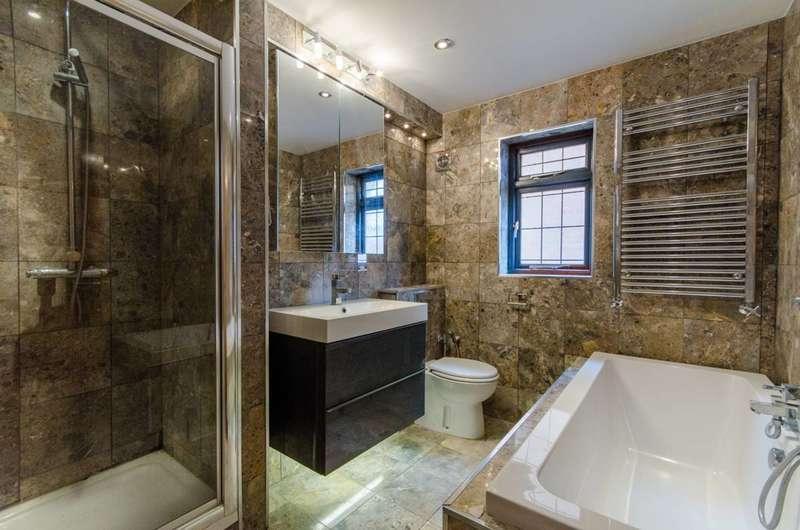 5 Bedrooms Detached House for sale in Barnet Gate Lane, Arkley, EN5