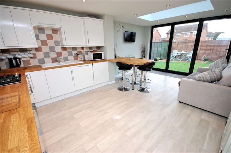 2 Bedrooms Semi Detached House for sale in Bonham Close, Aylesbury, HP21