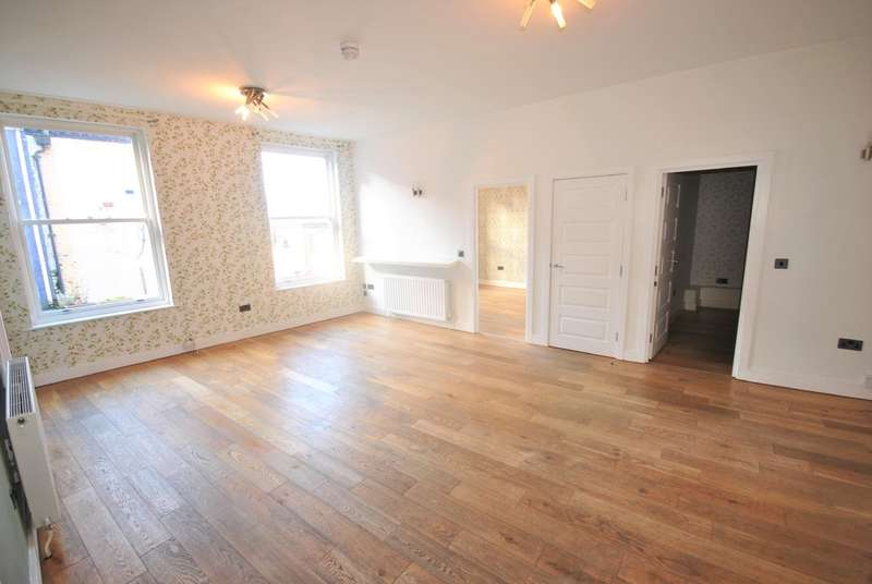 2 Bedrooms Flat for rent in Castle Yard Stockport