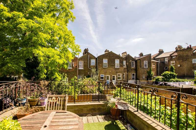 3 Bedrooms Flat for sale in Ducie Street, Clapham North, SW4