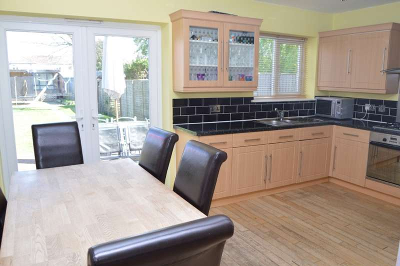 3 Bedrooms Terraced House for sale in Acacia Avenue, Hornchurch