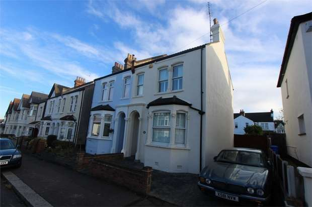 3 Bedrooms Semi Detached House for sale in Leighton Avenue, LEIGH-ON-SEA, Essex