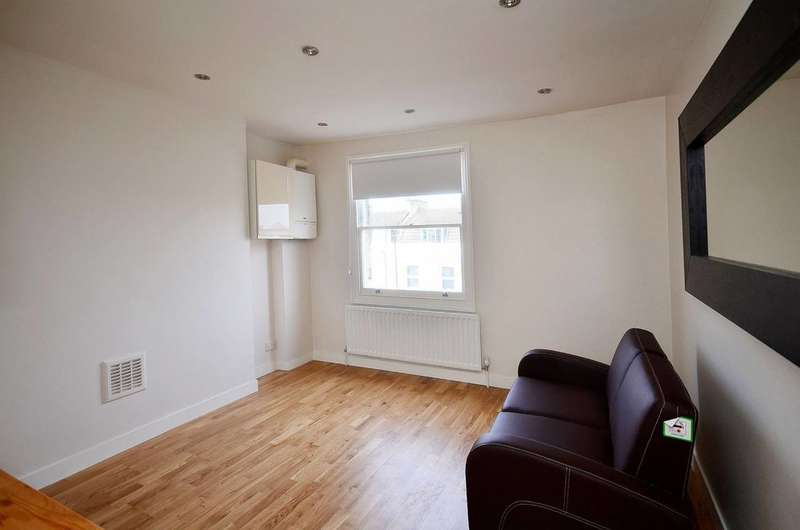 2 Bedrooms Flat for sale in Arthur Road, Holloway, N7