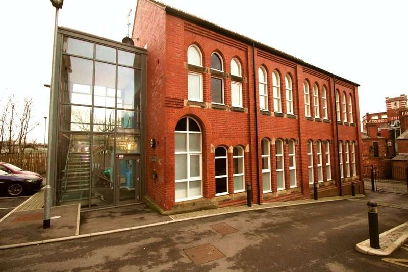 2 Bedrooms Flat for sale in High Street, Stockport, SK1
