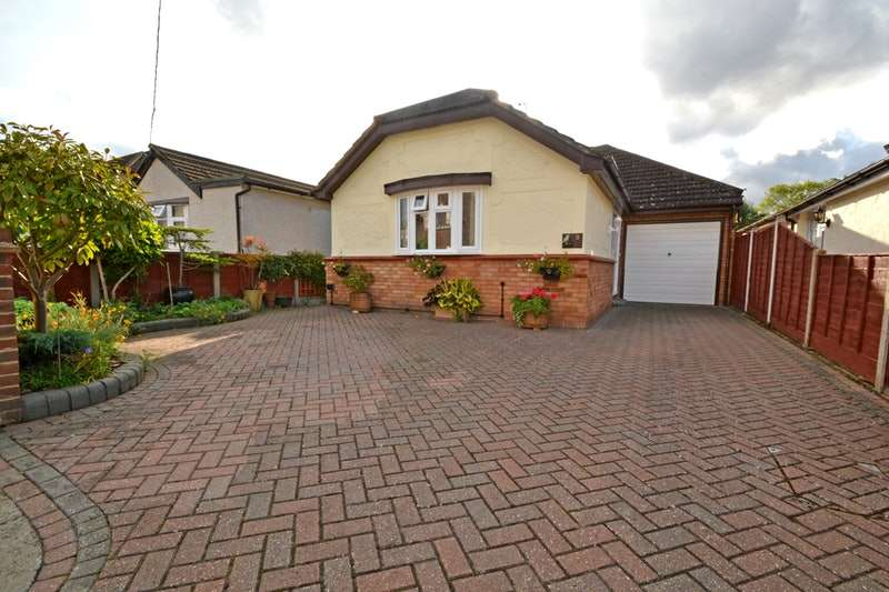 4 Bedrooms Bungalow for sale in Westlake Avenue, Bowers Gifford, Essex, SS13