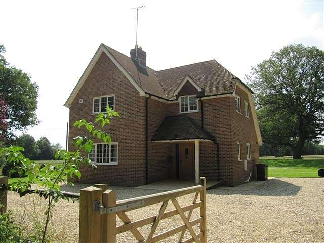 4 Bedrooms Detached House for rent in Monk Sherborne, Hampshire