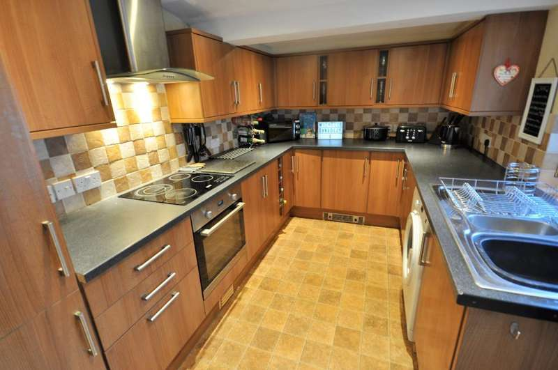 2 Bedrooms Terraced House for sale in East Street, Farrington, Leyland, Lancashire, PR25 4QD