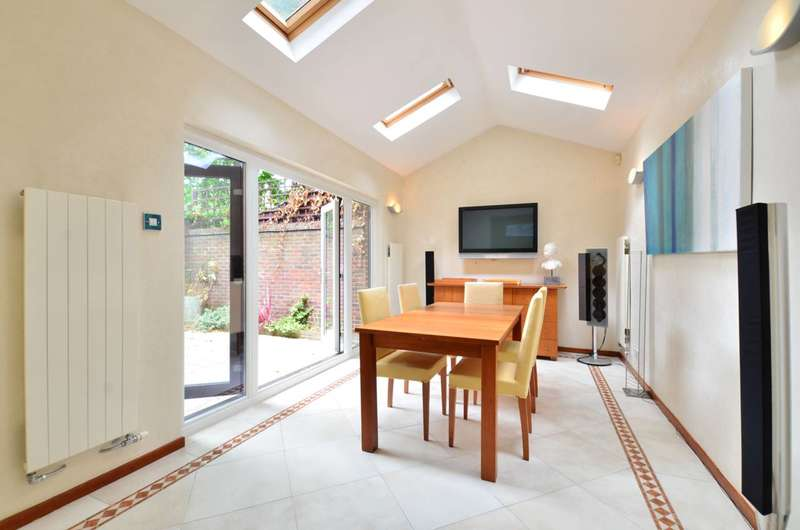 3 Bedrooms End Of Terrace House for sale in Condray Place, Battersea Square, SW11