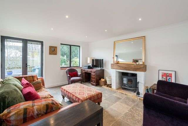 4 Bedrooms Detached House for sale in Thames Street, Sunbury-on-Thames, Surrey TW16