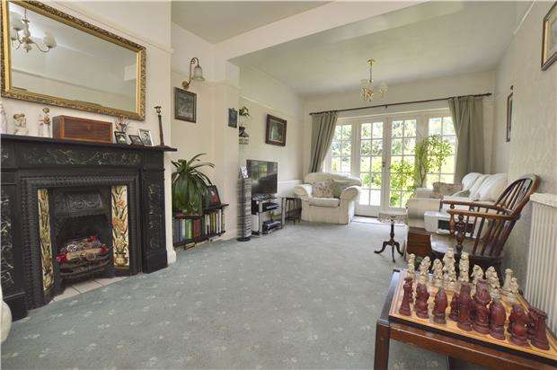 3 Bedrooms Semi Detached House for sale in Oaks Road, KENLEY, Surrey, CR8 5NZ