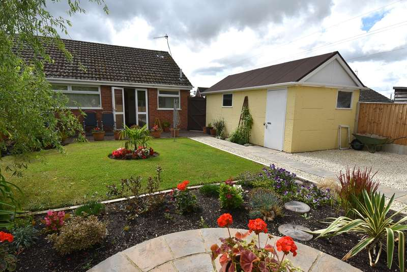 2 Bedrooms Semi Detached Bungalow for sale in Sanctuary Close, Worcester, WR2