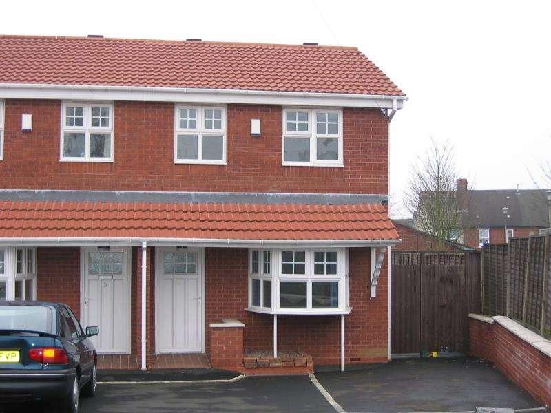 3 Bedrooms Semi Detached House for rent in Victoria Road, Halesowen, West Midlands, B62