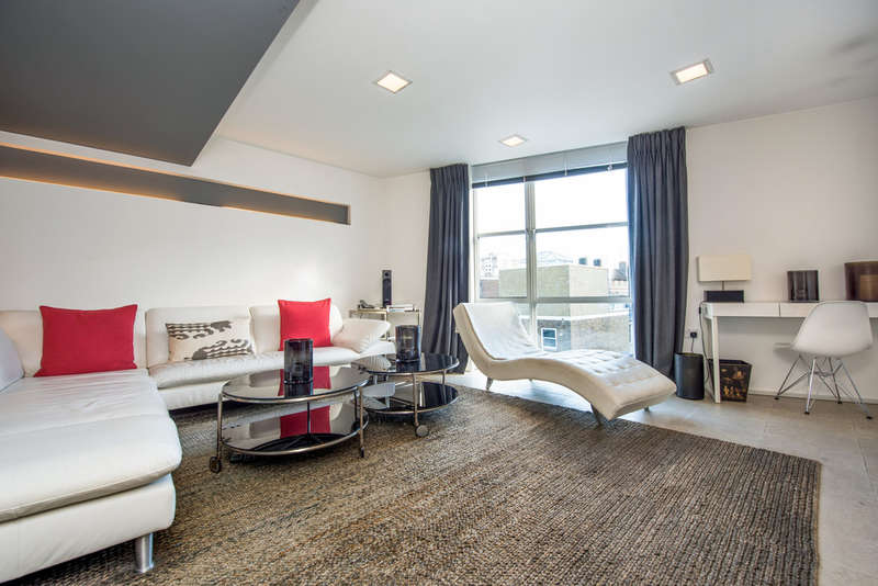2 Bedrooms Flat for sale in Pear Tree Street, EC1V 3SB