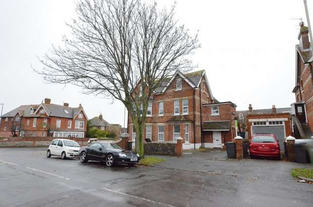 1 Bedroom Flat for sale in 4 Bowes House Enys Road, Eastbourne, BN21