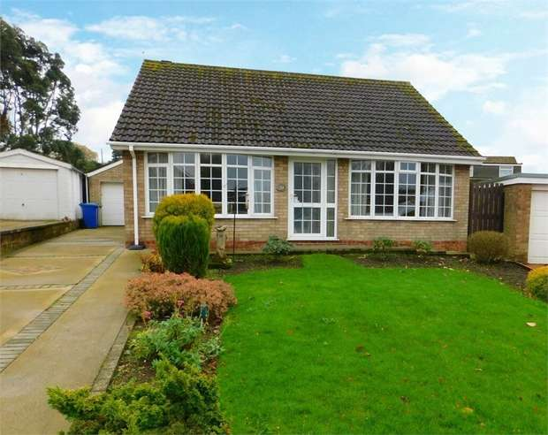 2 Bedrooms Detached Bungalow for sale in Windsor Drive, Caistor