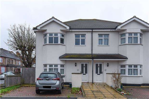 3 Bedrooms Flat for sale in Park Avenue, MITCHAM, Surrey, CR4