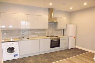 2 Bedrooms Flat for rent in TOWN CENTRE