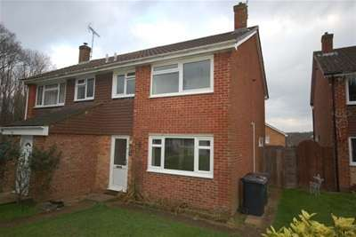 3 Bedrooms Semi Detached House for rent in Michelham Road, Uckfield