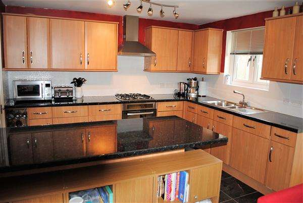 2 Bedrooms Semi Detached House for sale in 22 Buttermilk Close