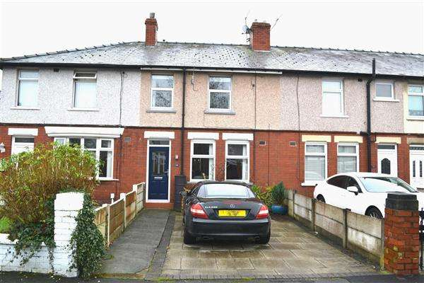 2 Bedrooms Terraced House for sale in Bow Road, Leigh