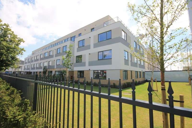 2 Bedrooms Flat for sale in West Plaza, Town Lane, Stanwell, TW19