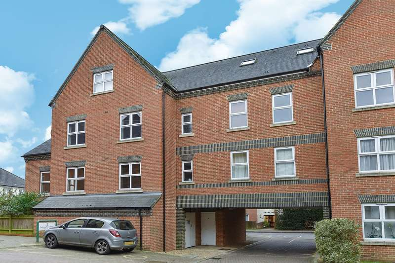 1 Bedroom Apartment Flat for sale in Heath Hill Road South, CROWTHORNE, RG45