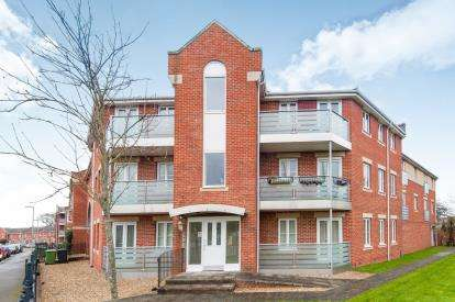 2 Bedrooms Flat for sale in Middlemore, Exeter, Devon