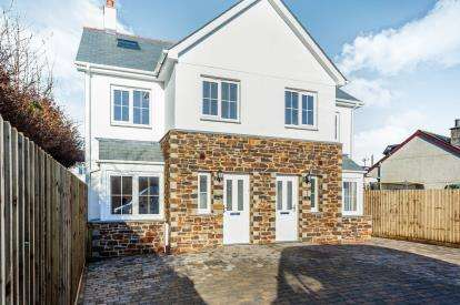 4 Bedrooms Semi Detached House for sale in Lifton, Devon