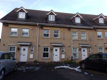3 Bedrooms Terraced House for sale in Laindon, Essex