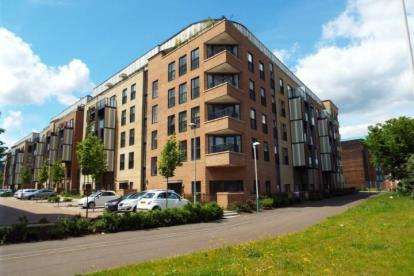 1 Bedroom Flat for sale in Romford, Havering, United Kingdom