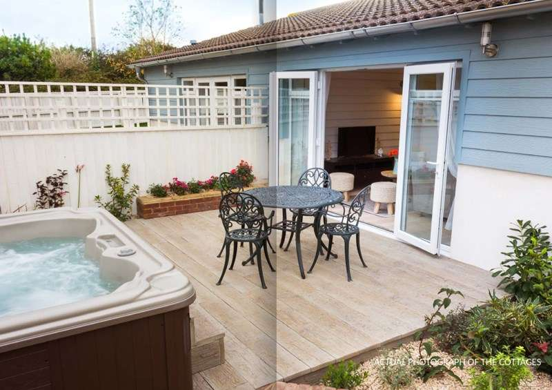 2 Bedrooms Semi Detached Bungalow for sale in Madeira Lane, Freshwater