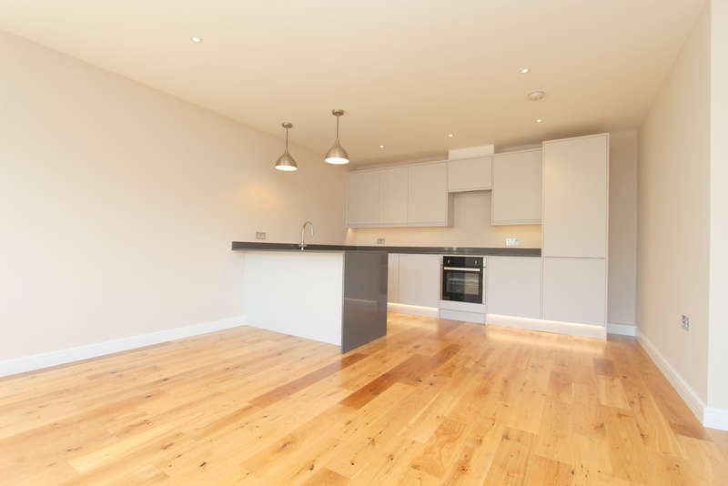 2 Bedrooms Flat for sale in Ewell Road, Surbiton