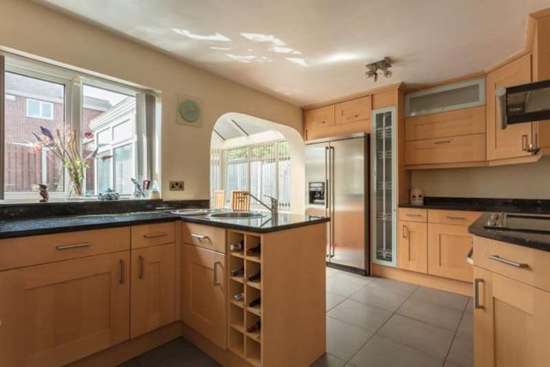 3 Bedrooms Detached House for sale in Campion Drive, Mexborough, South Yorkshire, S64