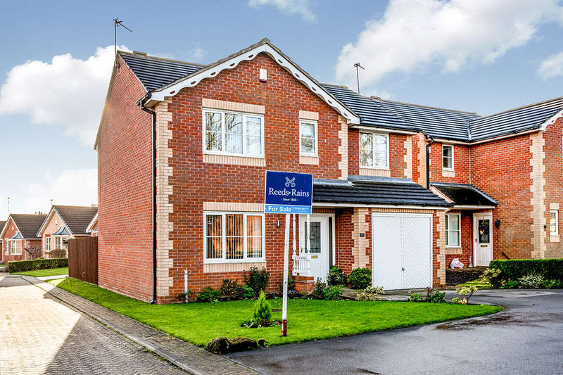 4 Bedrooms Detached House for sale in Maryfield Gardens, Ossett, WF5