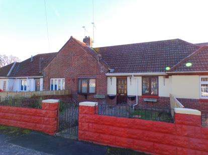2 Bedrooms Bungalow for sale in Hamworthy, Poole, Dorset