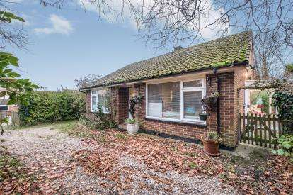 2 Bedrooms Bungalow for sale in Wrentham, Beccles, Suffolk