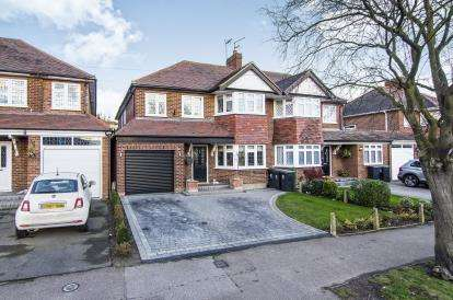 4 Bedrooms Semi Detached House for sale in Theydon Bois, Essex