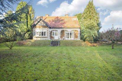 4 Bedrooms Detached House for sale in Dersingham, Kings Lynn, Norfolk