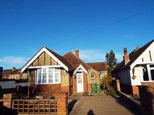 2 Bedrooms Bungalow for sale in Phillip Road, Cheriton, Folkestone, Kent