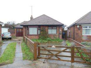 3 Bedrooms Bungalow for sale in Cecil Road, Lancing, West Sussex