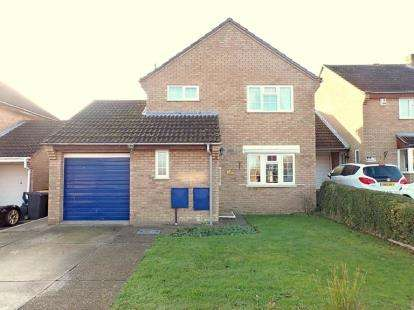 House for sale in Elmsdale Road, Wootton, Bedford, Bedfordshire