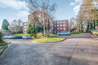 2 Bedrooms Flat for sale in Aldwyck Court, Leighton Buzzard Road, Hemel Hempstead, Hertfordshire