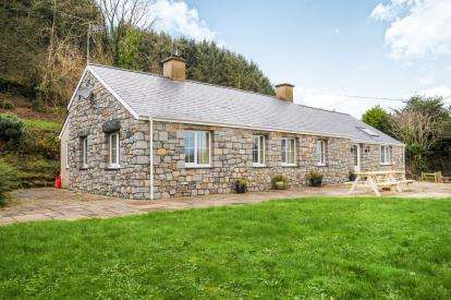 4 Bedrooms Bungalow for sale in Ty Canol, ., Botwnnog, Gwynedd, LL53