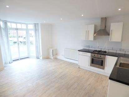 2 Bedrooms Flat for sale in Warrington Road, Rainhill, Merseyside, L35