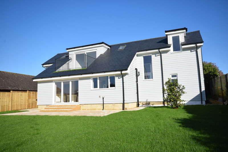 4 Bedrooms Detached House for sale in Alverstone Road, Whippingham