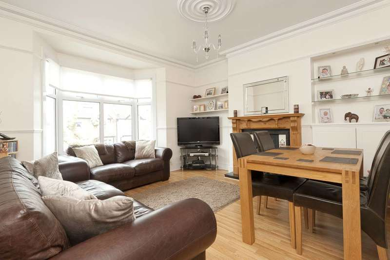 2 Bedrooms Flat for sale in Wellington Road, Enfield, EN1