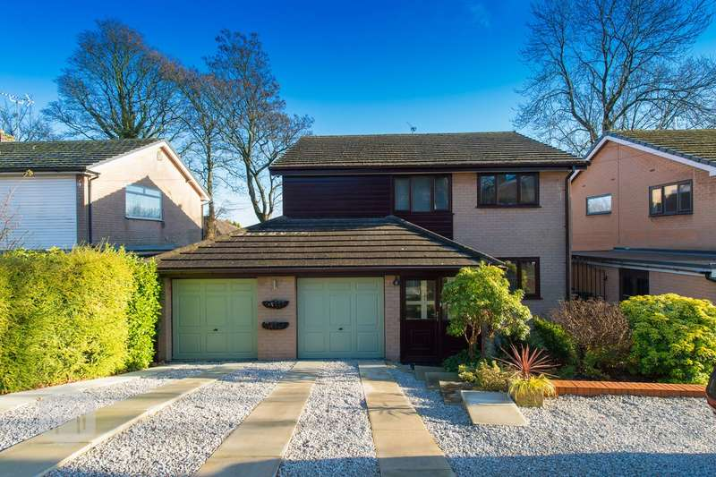 4 Bedrooms Detached House for sale in Ivy Bank Close, Bolton, BL1