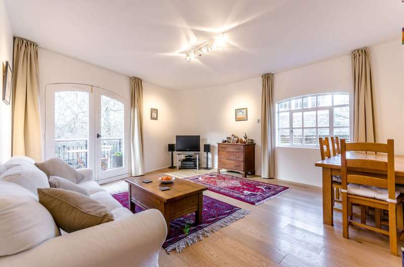 2 Bedrooms Flat for sale in Pierhead Wharf, Wapping, E1W